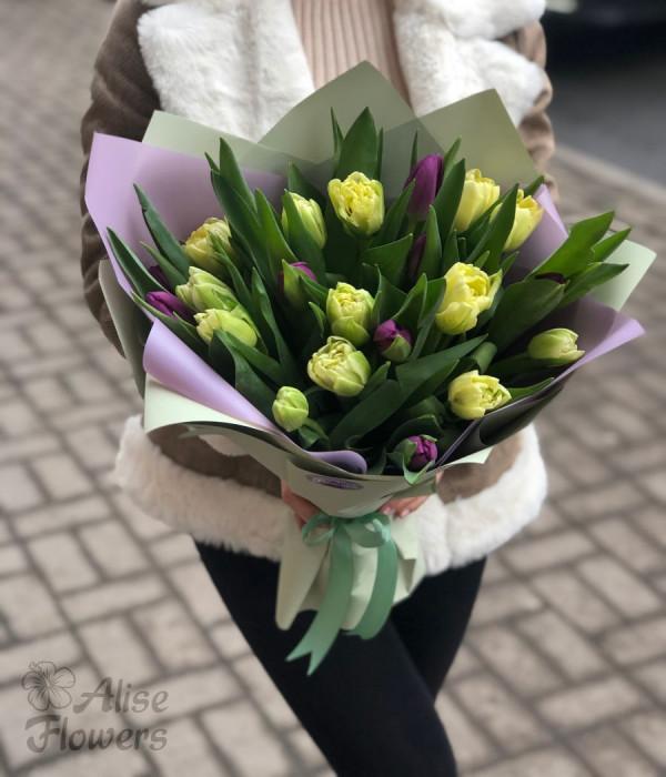 заказать Букет из тюльпанов 25 штук в Петербурге