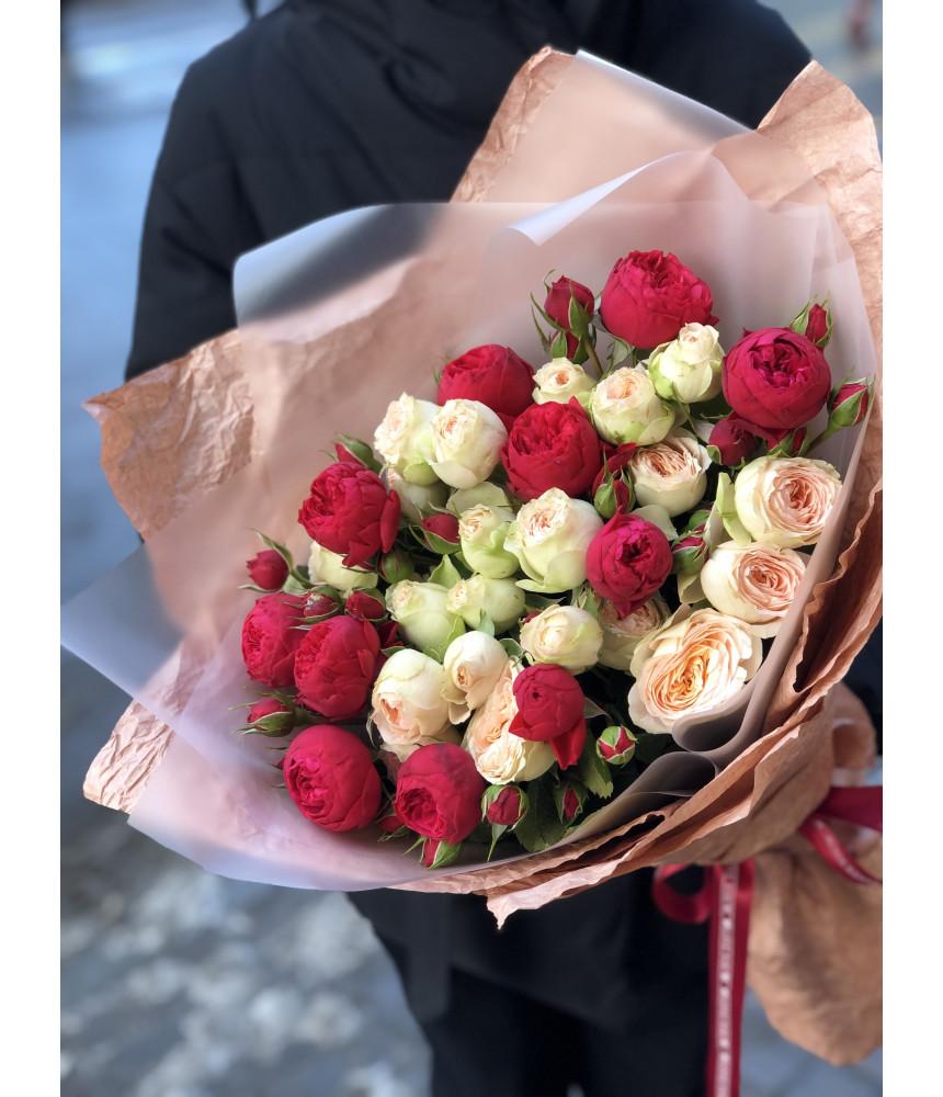 заказать Букет из 17 кустовых роз в Петербурге