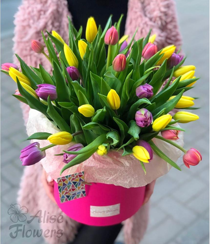 Шляпная коробка с тюльпанами розовая