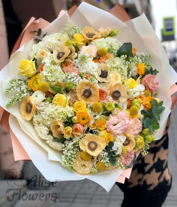 заказать Букет большой с розами в Петербурге