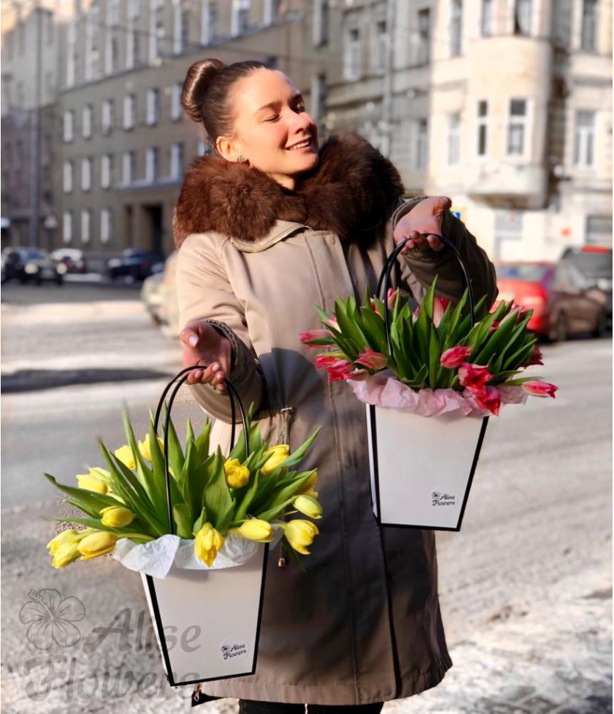 Композиция с пионовидными тюльпанами
