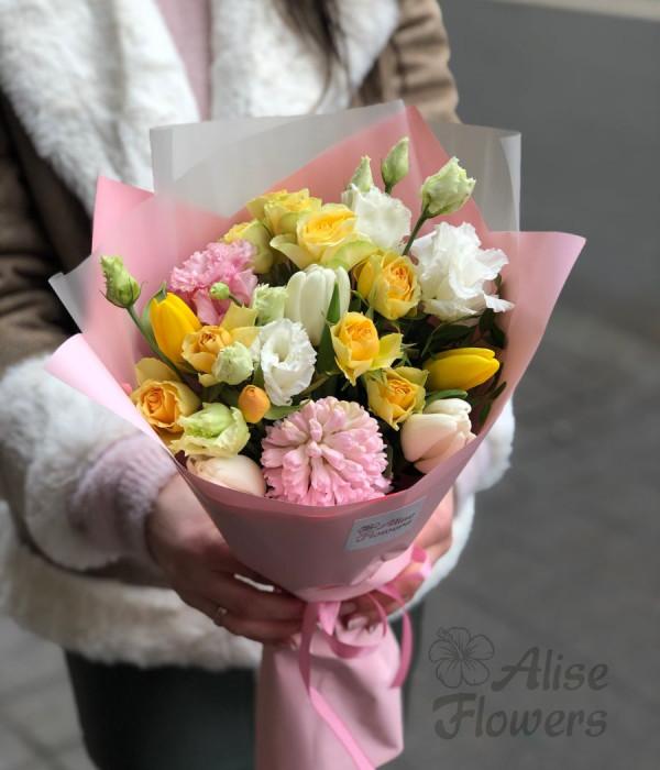 заказать Букет из гиацинтов и кустовых роз в Петербурге