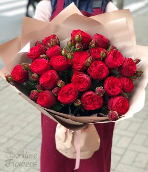 Букет пионовидных роз алых