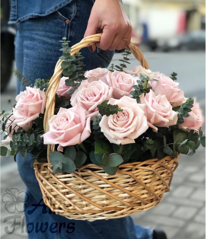 заказать Корзинка с розами в Петербурге