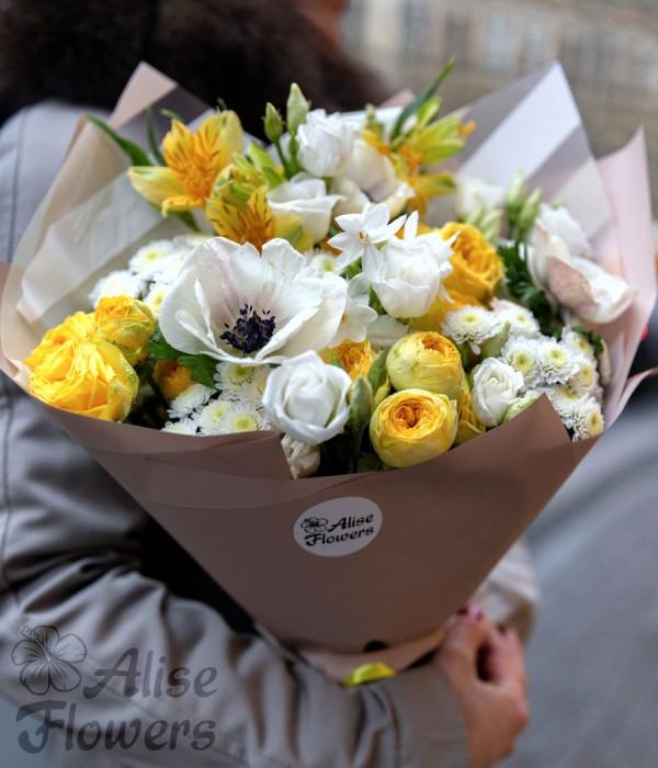 заказать Букет из кустовой розы и лизиантуса в Петербурге