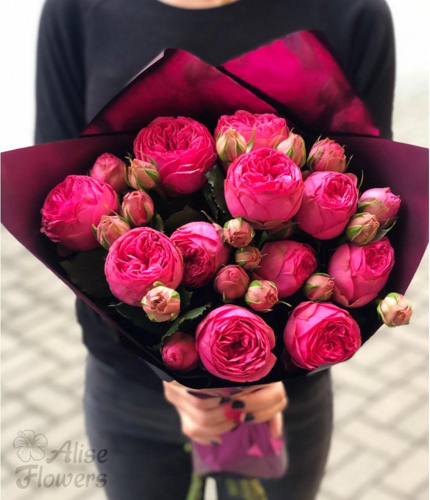 Букет роз пионовидных яркий