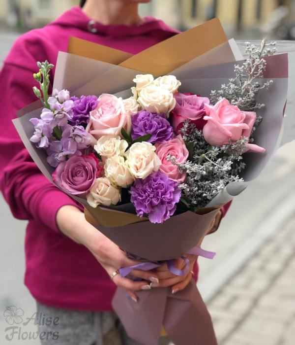заказать Букет из розы и гвоздики в Петербурге