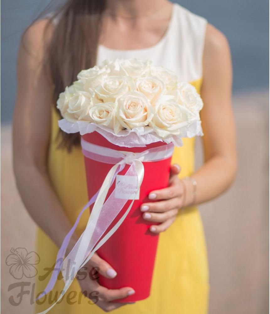 "Шляпная коробка ""Конус с розами"""