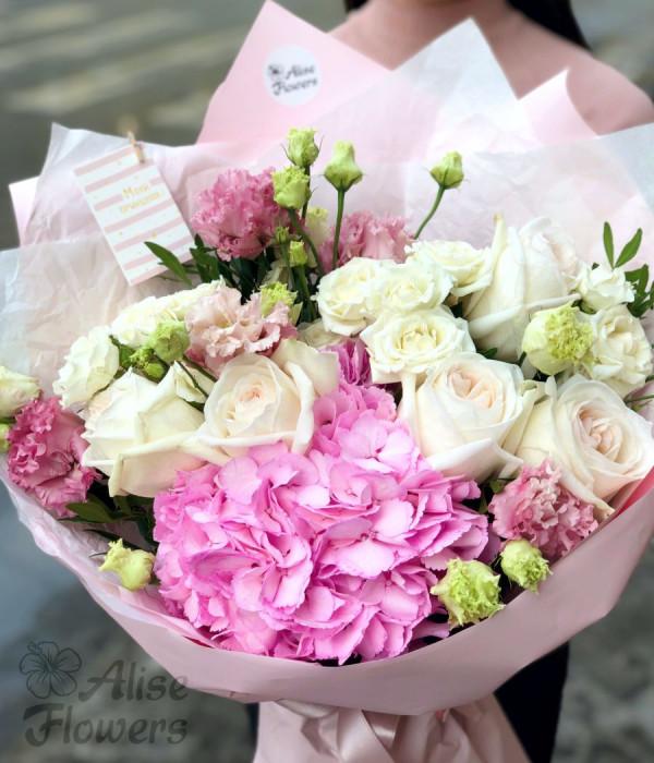 заказать Букет с Гортензией и розой Вайт о хара в Петербурге