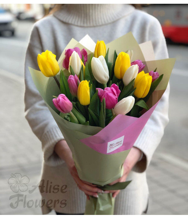 заказать Букет тюльпанов насыщенный в Петербурге