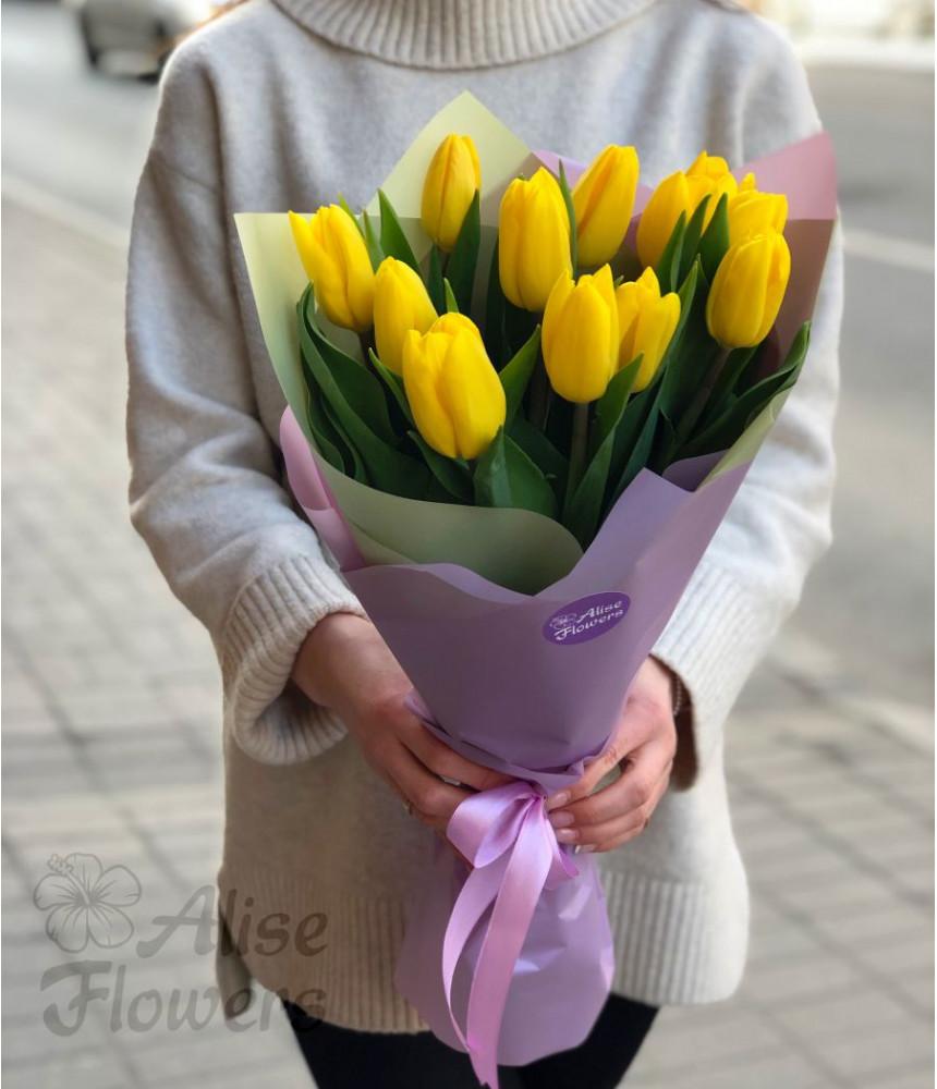 Букет жёлтых тюльпанов