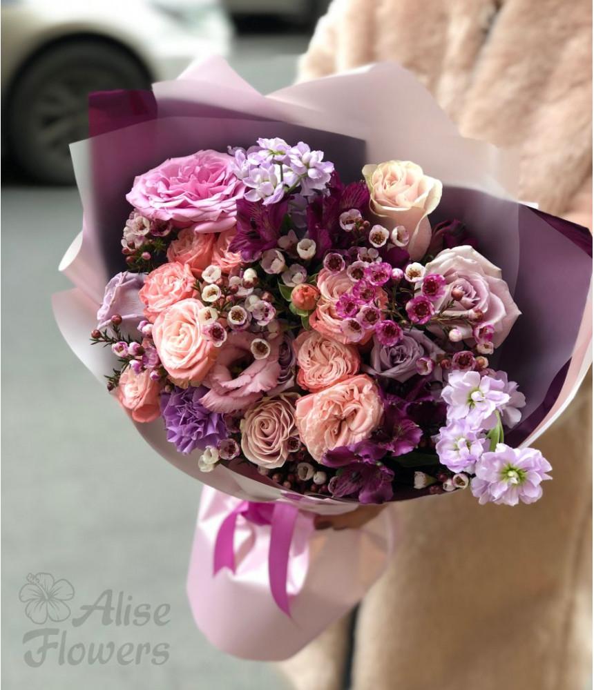 Букет из розы и хамелациум