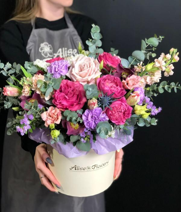 заказать Шляпная коробка с тюльпаном в Петербурге
