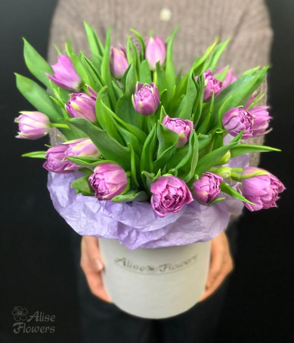 заказать Шляпная коробка с тюльпанами в Петербурге