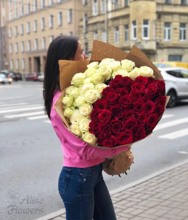 заказать букет из 51 розы Freedom  и Mondial в Петербурге
