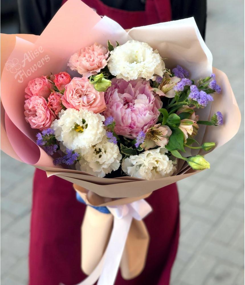 Букет с  кустовой розой нежный