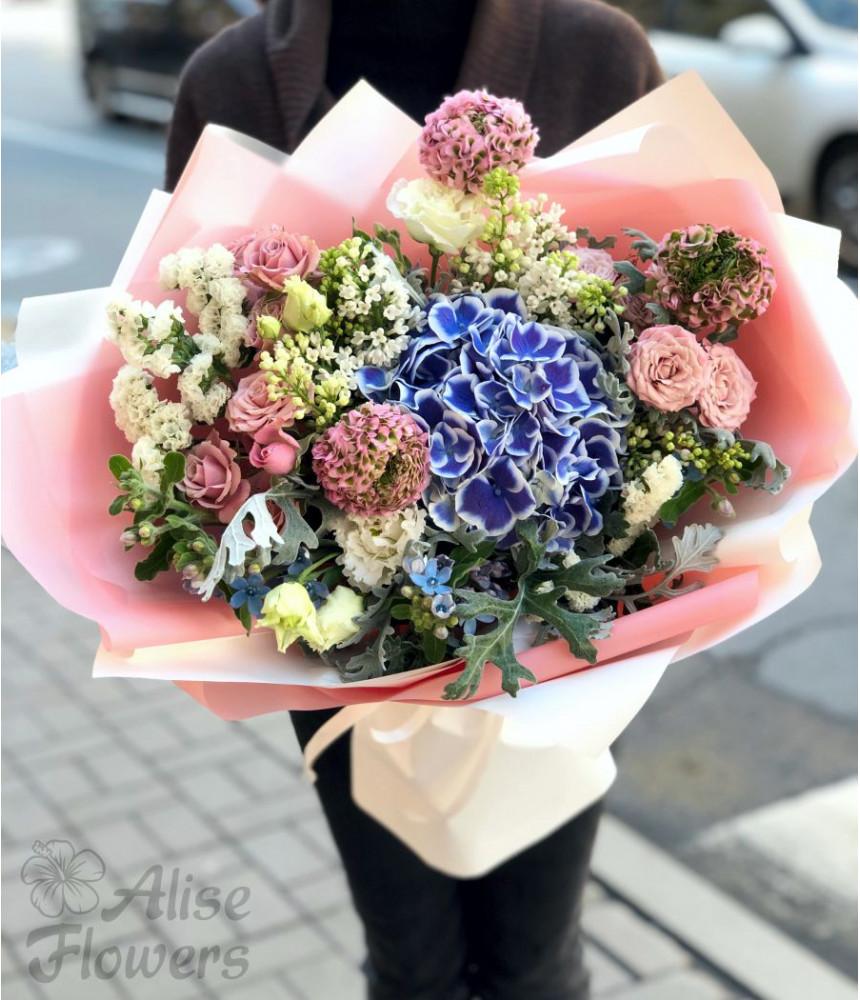 Букет гортензия с розами