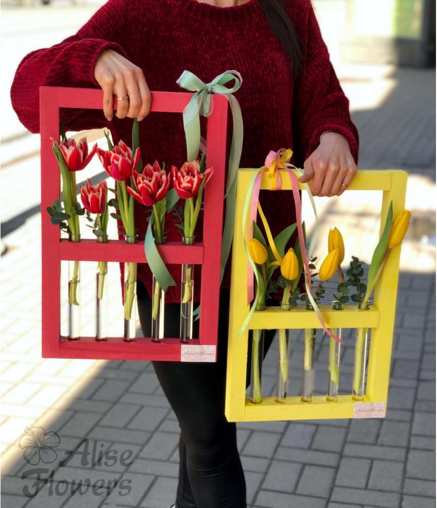 Композиция Тюльпаны в колбах