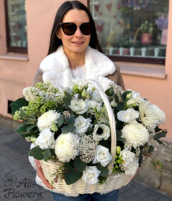 заказать Корзина белоснежная с сиренью в Петербурге