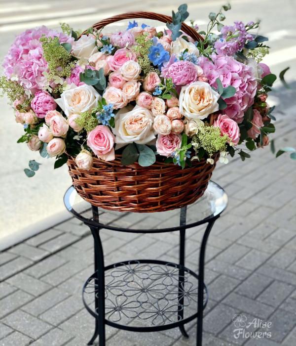 заказать Корзинка цветов большая в Петербурге