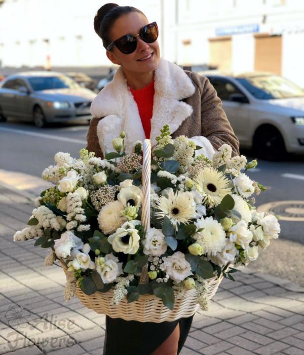 заказать Корзина с цветами белоснежная в Петербурге