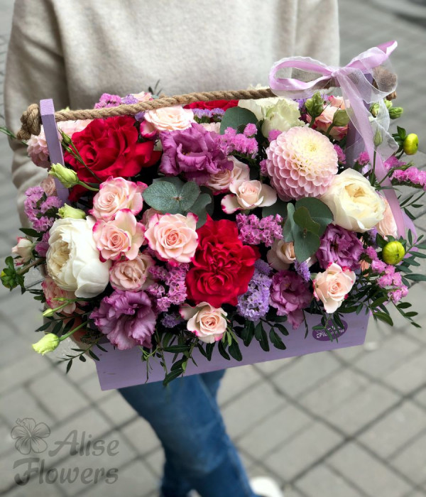 заказать Цветы в деревянном ящике в Петербурге