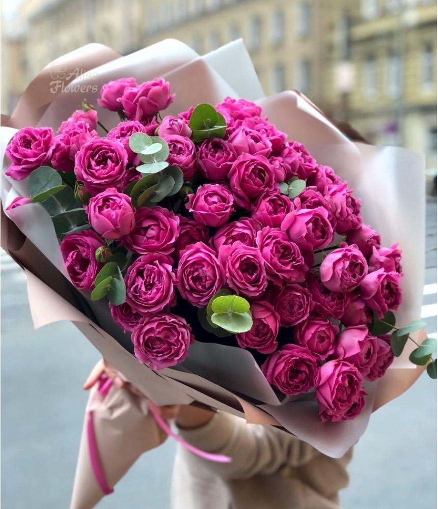 Букет пионовидных роз изящный