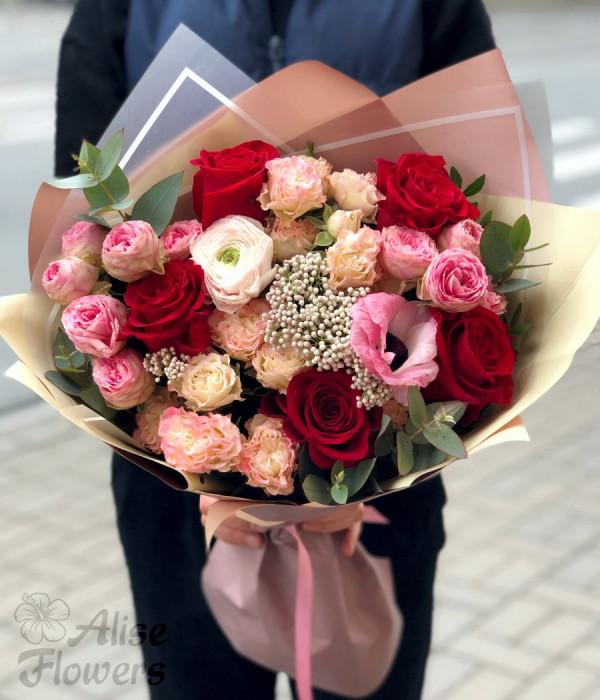 заказать Букет с розами и анемоном в Петербурге