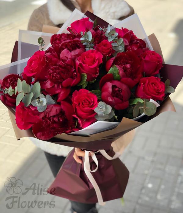 заказать Букет розы и пионы в Петербурге