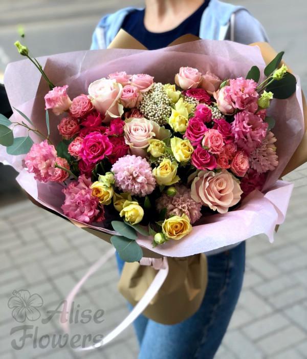 заказать Букет из роз и гвоздики в Петербурге