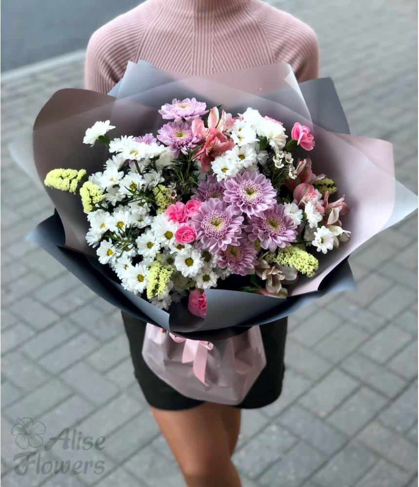 Букет из хризантемы и сантини