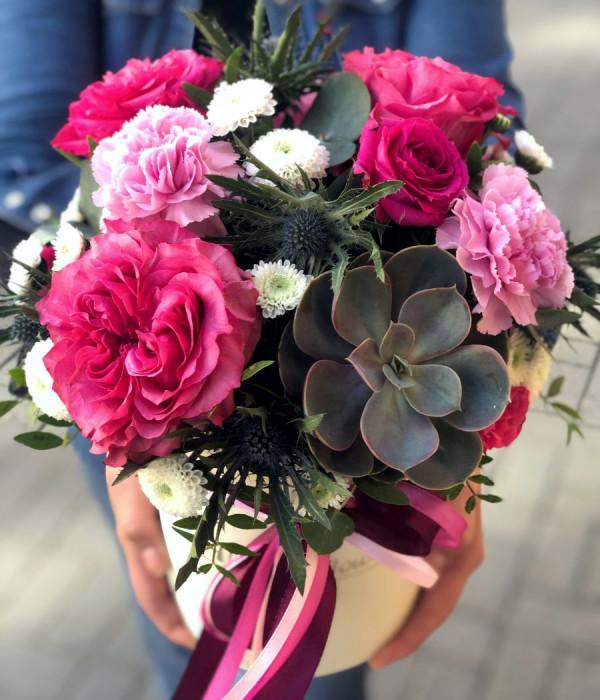 заказать Композиция с суккулентом и пионовидными розами в Петербурге