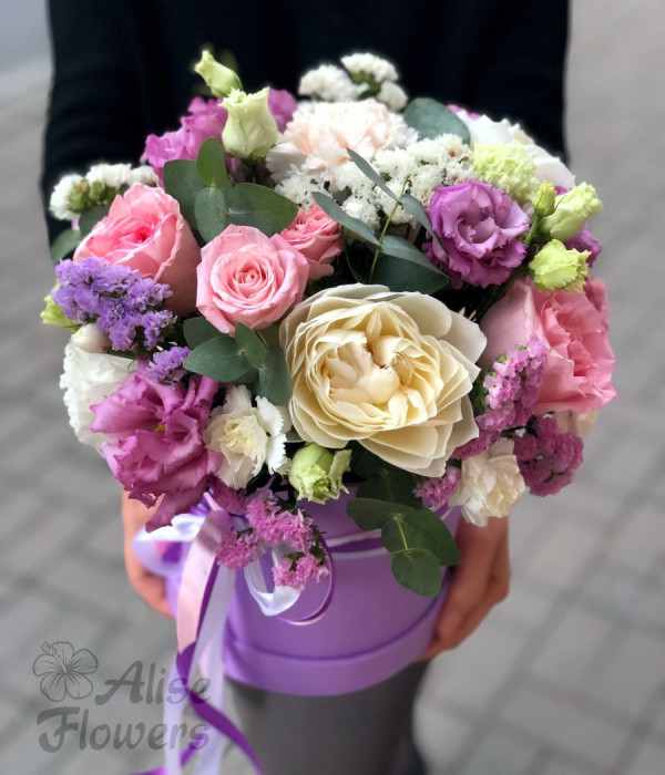 заказать Шляпная коробка с розами сиреневая в Петербурге