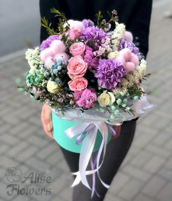 заказать Цветы в зеленой шляпной коробке в Петербурге
