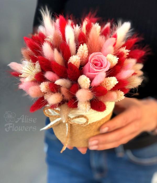 заказать Сухоцветы яркие с розой в Петербурге
