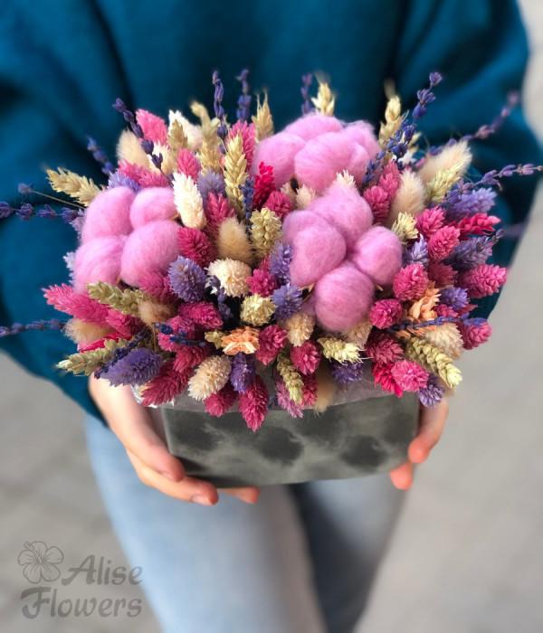 заказать Сухоцветы розовые в коробке в Петербурге