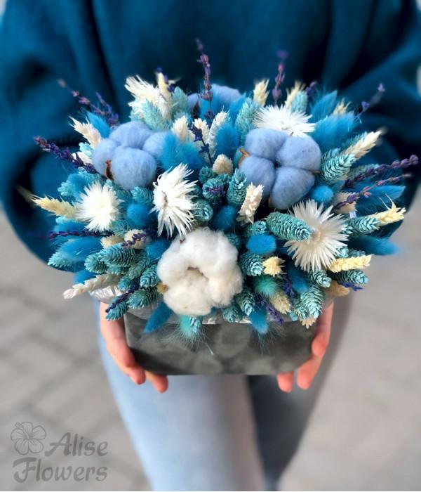 заказать Сухоцветы голубые в коробке в Петербурге