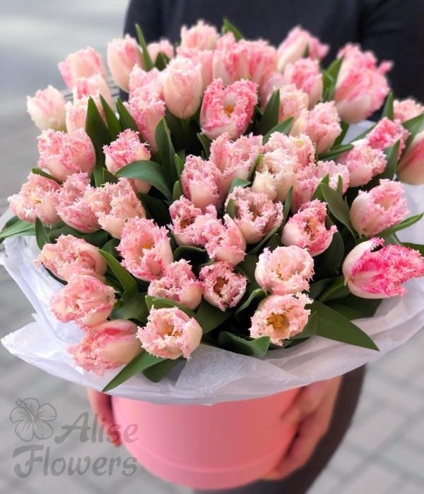 заказать Шляпная коробка с тюльпанами яркая в Петербурге