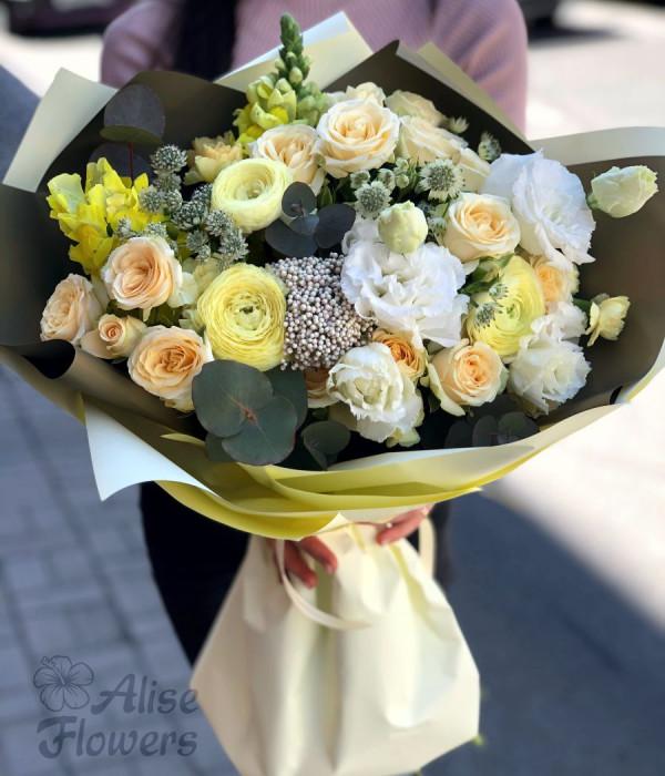 заказать Букет из роз белоснежный в Петербурге