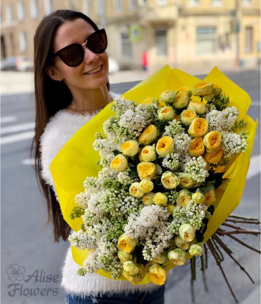 Букет из сирени и пионовидных роз