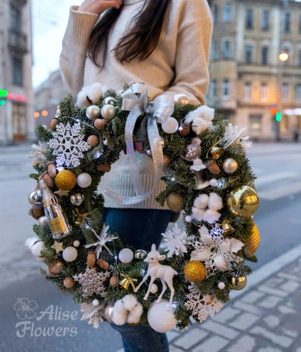 заказать Новогодний белый веночек в Петербурге