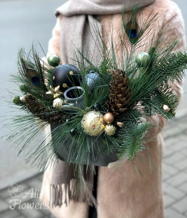заказать Композиция новогодняя с шарами в Петербурге
