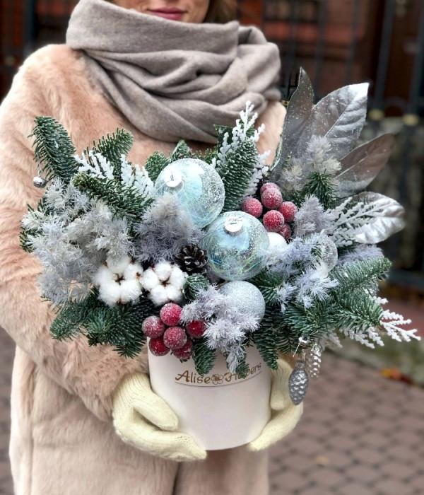 заказать Новогодняя в шляпной коробке L в Петербурге